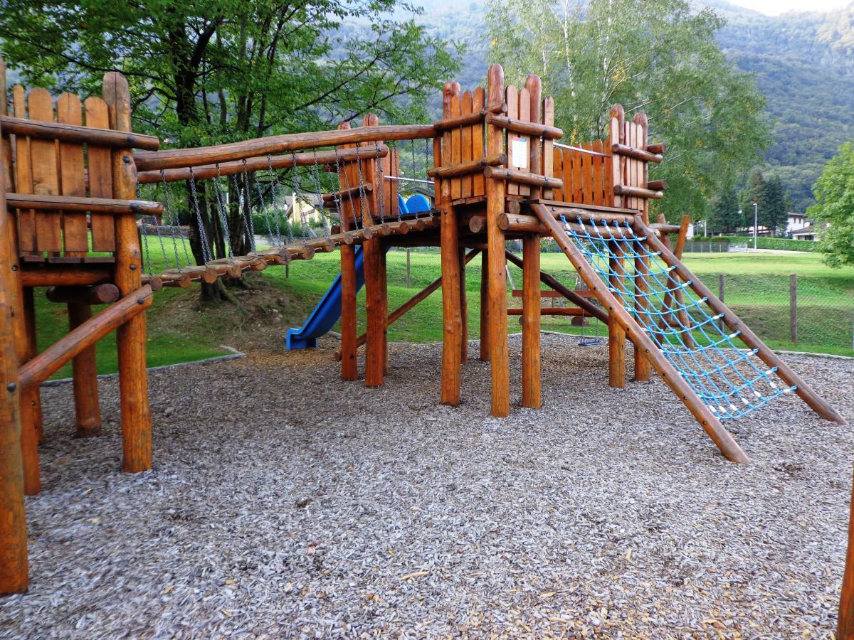 Parco giochi a mezzovico for Altalena con ponte